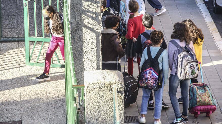 El covid solo cierra la última semana cuatro aulas de cuatro centros en toda la provincia