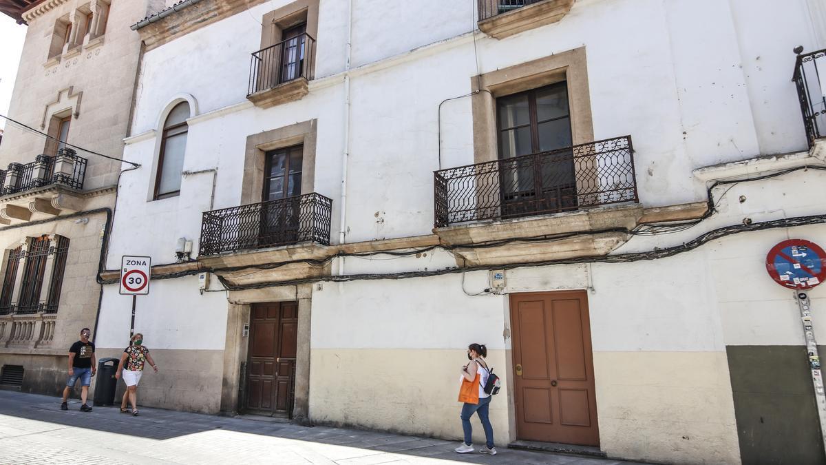 Número seis de la calle Pizarro, con este edificio se completará el centro.
