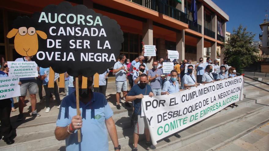 Trabajadores de Aucorsa denuncian la falta de negociación por parte de la empresa