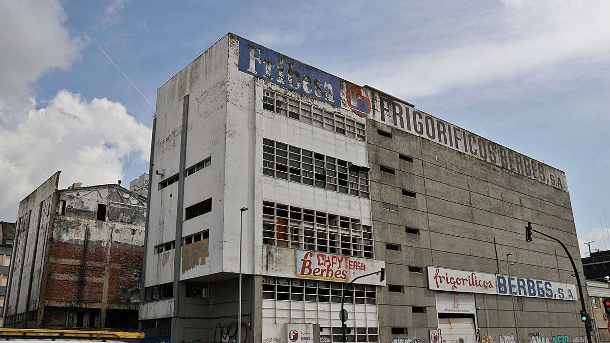 Nave de Frigoríficos Berbés, situada en Avenida de Beiramar. |  // A. VILLAR