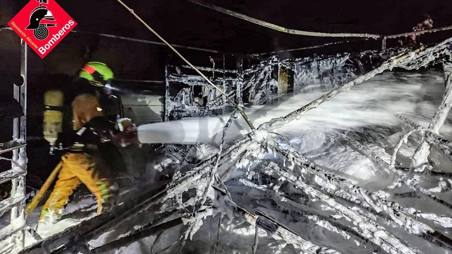 Incendio de una caravana en un camping de Benidorm