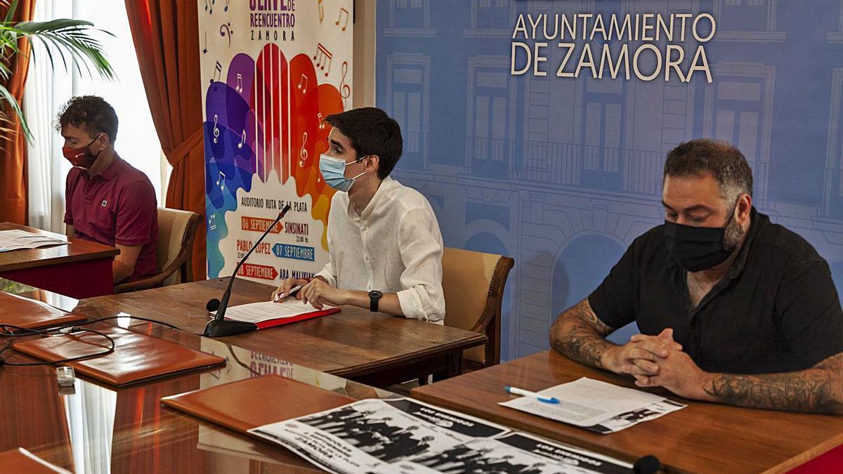 Presentación del programa de conciertos, con el concejal Sergio López en el centro. | Nico Rodríguez