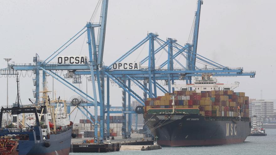 El déficit comercial se reduce en un 51% gracias al repunte de las exportaciones