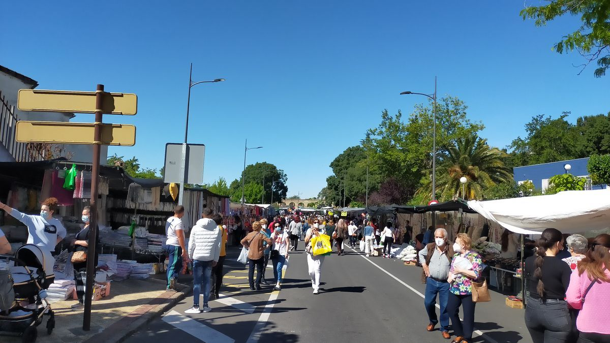 Avenida de la Hispanidad, con el mercado, este martes.