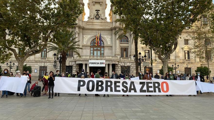 Pobresa Zero pide con una cadena humana en València que erradicar la desigualdad sea una prioridad