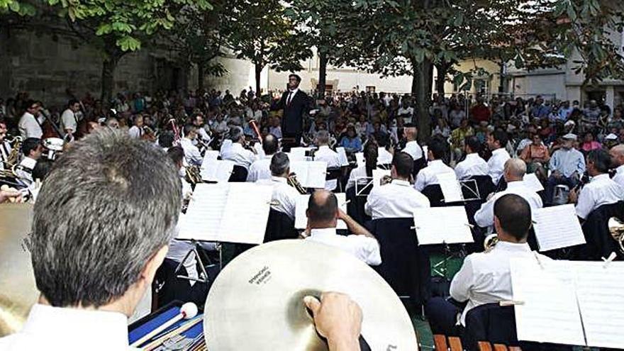 La Banda Municipal vuelve a tocar en la plaza de las Bárbaras con lleno absoluto