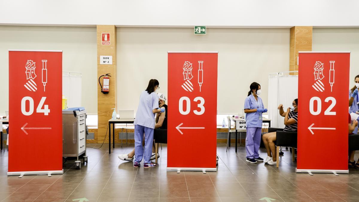Imagen de archivo de jóvenes vacunándose en el Jubiocio.