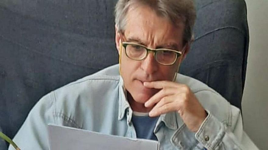 """Enrique Cortés , psicoanalista: """"Hay que entender los botellones de adolescentes porque perder el contacto es perder la vida"""""""