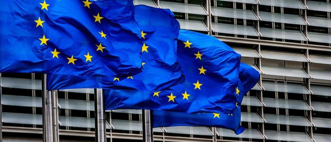Banderas de la Unión Europea (UE).