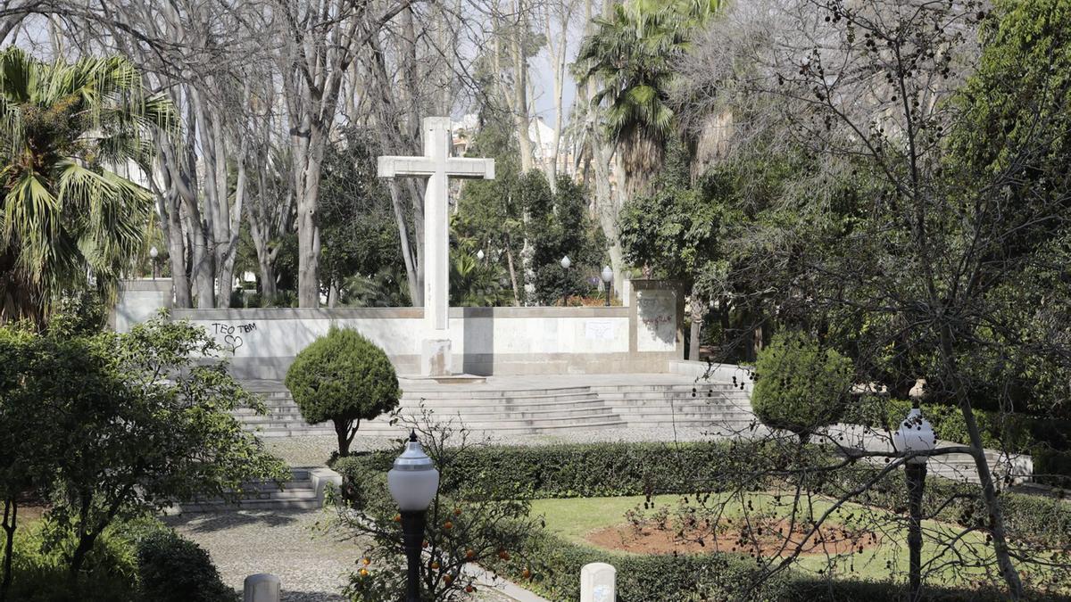 La cruz de los caídos está ubicada en el parque Ribalta en la actualidad.