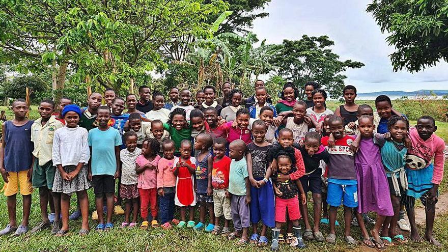 We Love Uganda recull fons per als llits d'un orfenat