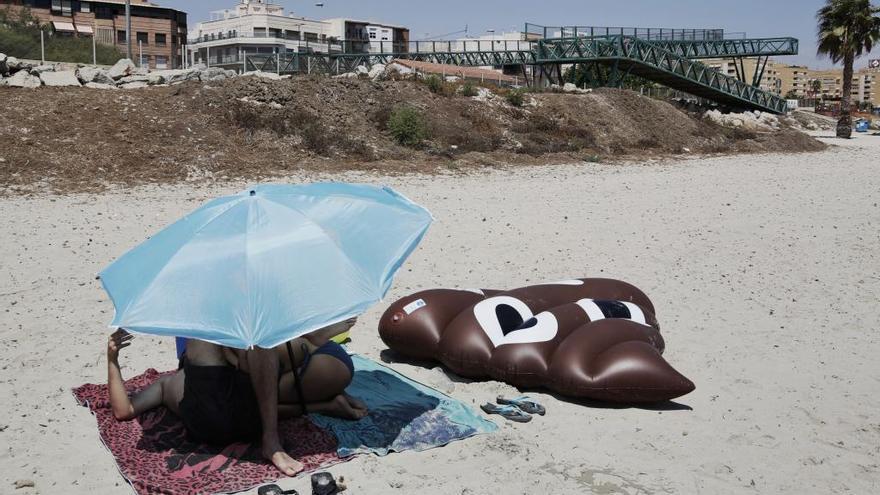 Los vecinos de Gran Vía Sur y San Gabriel denuncian que no se reconozca su playa