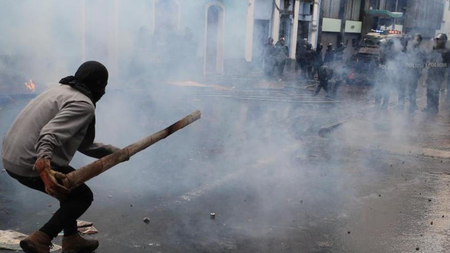 Cerca de 200 detenidos en una nueva jornada de disturbios en Ecuador