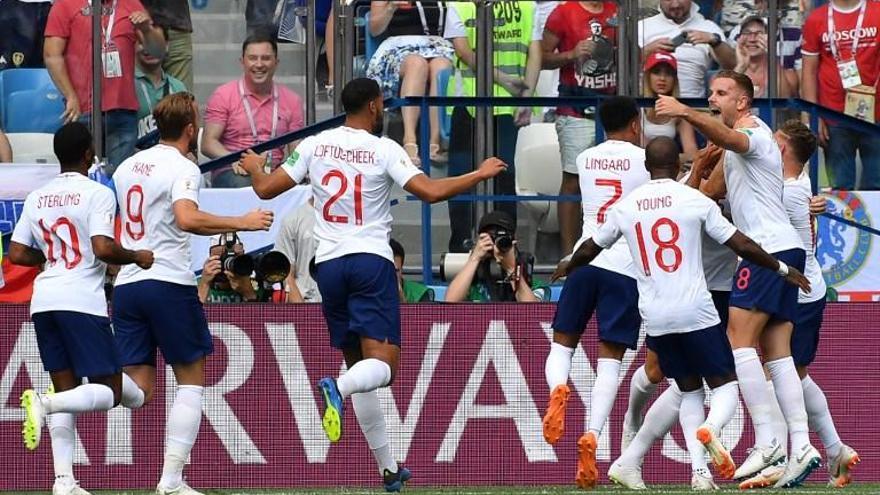 Inglaterra golea y presenta su candidatura al Mundial