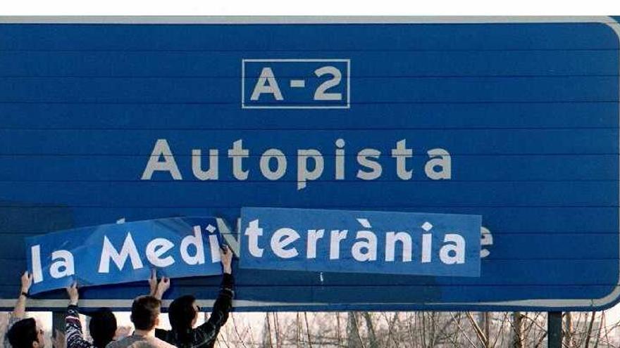 Las señales de tráfico deben estar en castellano