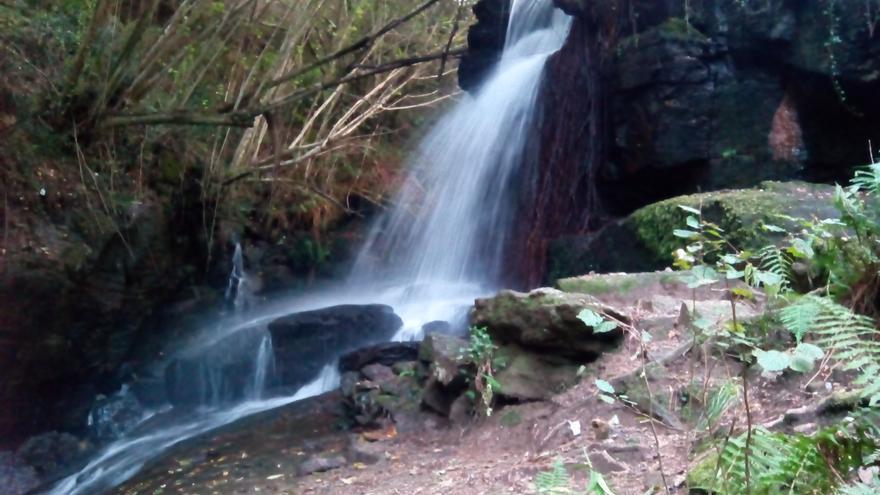 """La cascada de la """"Bouza Fría"""", una joya oculta en los montes de Vigo."""