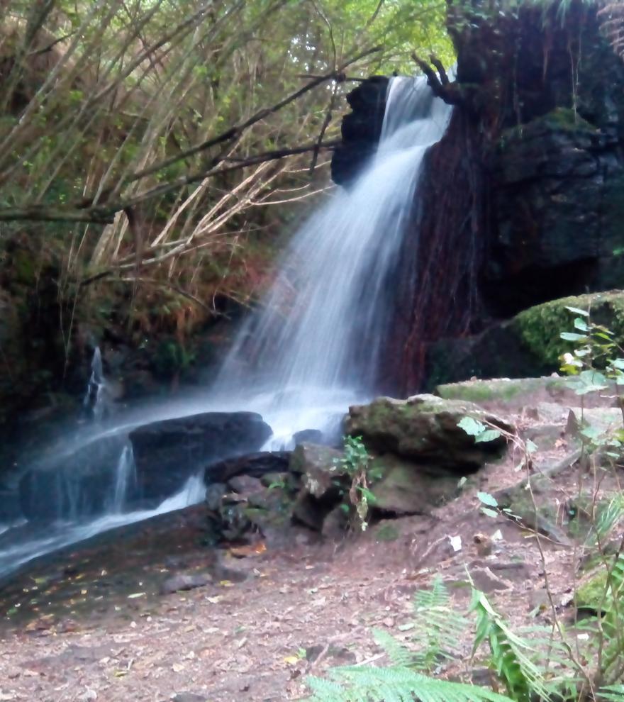 Senderismo | Una cascada y una aldea abandonada, los tesoros ocultos de la senda del Eifonso