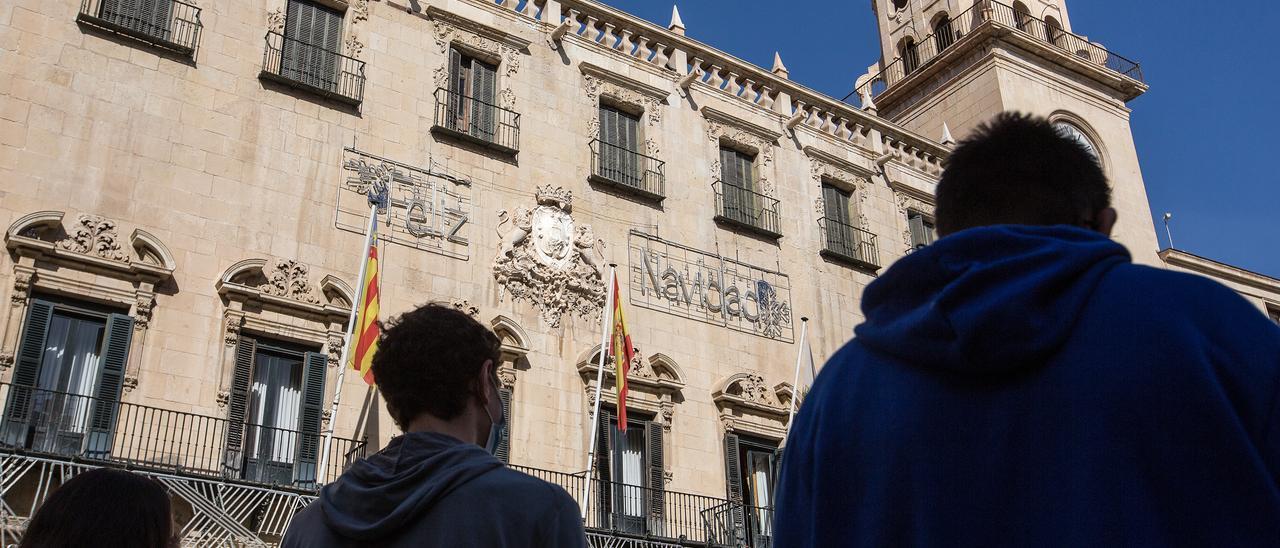 La fachada del Ayuntamiento de Alicante