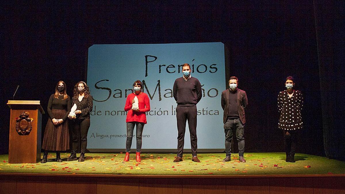 Imagen dos galardoados e autoridades durante o acto celebrado onte.  | // BERNABÉ/ANA AGRA