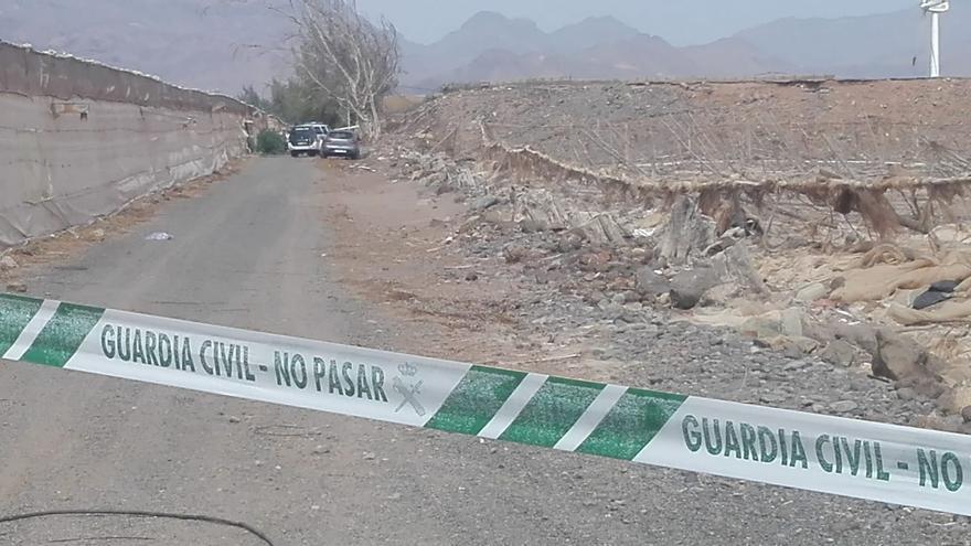 Encuentran un cadáver dentro de un coche calcinado en Gran Canaria