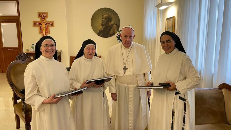 El papa rep sor Lucía com a priora i a dues monges de Santa Clara
