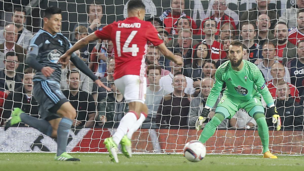 Sergio Álvarez, durante el partido disputado en Old Trafford