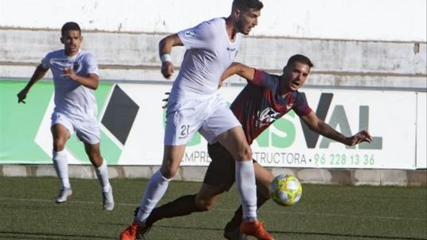 Buades: «Hacerle dos goles al líder Alcoyano y jugando nos anima; es para estar contentos»