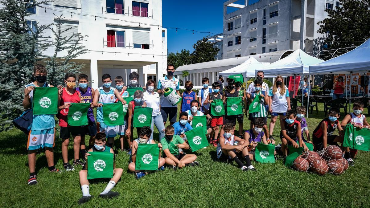 Calderón, con los participantes en el campus, este miércoles en Badajoz.