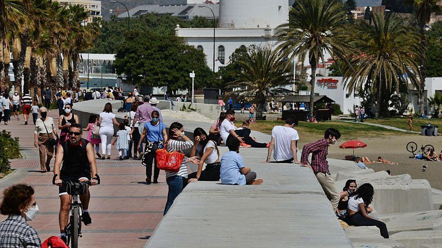 Los jóvenes de entre 20 y 24 años lideran los nuevos contagios en Málaga