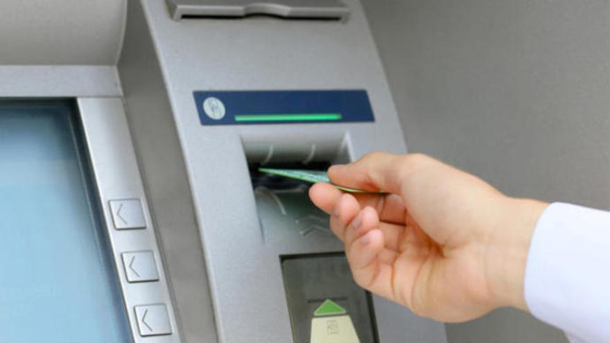 Investigados por hacerse con 13.000 euros con las claves bancarias de otra persona