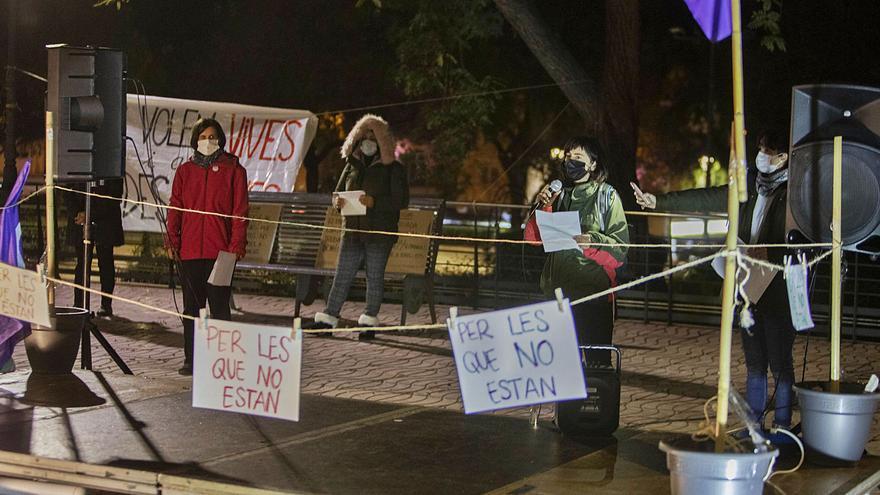 Xàtiva saca a la calle a más de un centenar de mujeres por el 8M