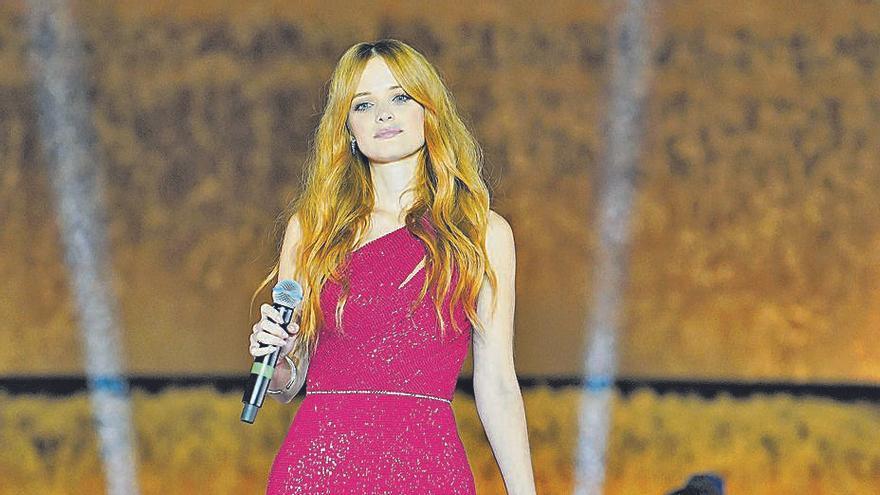 La cantant d'Artés Àuria Franch, protagonista a la passarel·la de moda nupcial de Barcelona