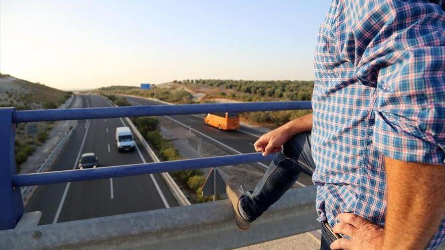 Un policía de Málaga, herido grave durante una persecución vinculada al narcotráfico en la A-45 cerca de Lucena