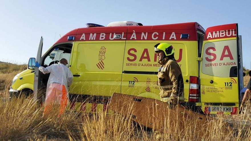 Cuatro personas heridas tras volcar su coche entre Sax y Salinas
