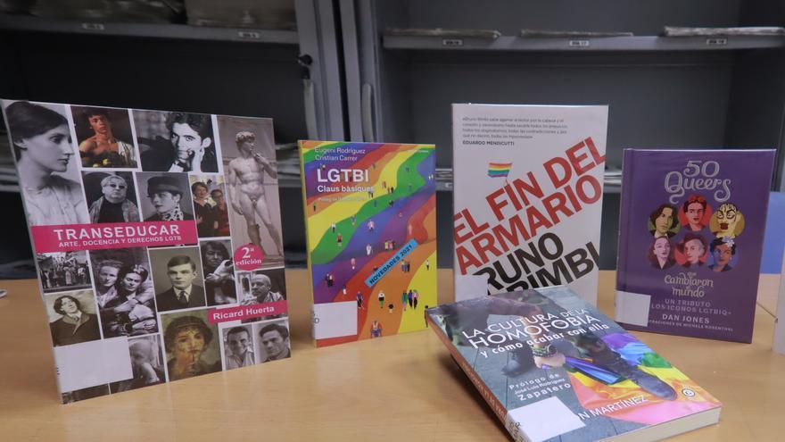 """Los escritores de Castellón denuncian la """"gravísima agresión contra la libertad de expresión"""" por la retirada de libros LGTBI"""