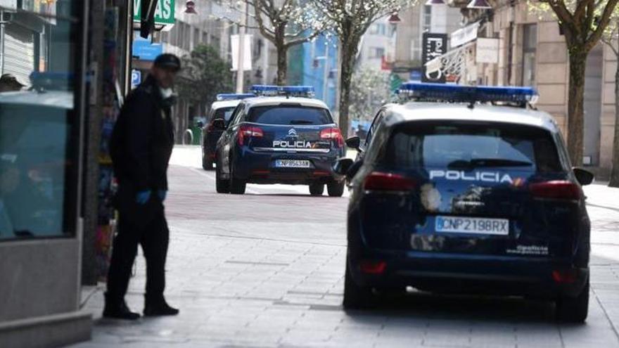 Encuentra un sobre con tres mil euros en Pontevedra y lo entrega en comisaría