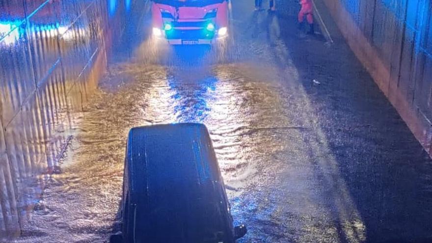 Una lluvia torrencial descarga más de 100 litros de agua y anega Xàtiva en pocas horas