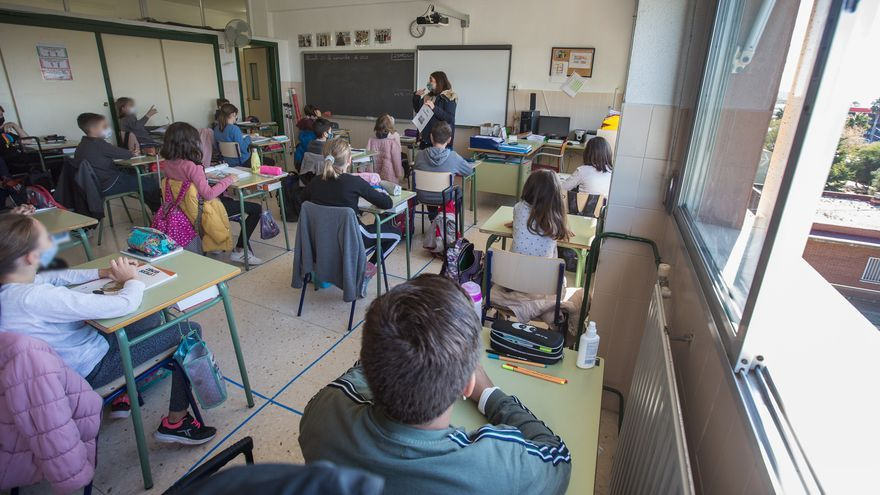 Educación da pautas al profesorado para la enseñanza semipresencial durante la pandemia