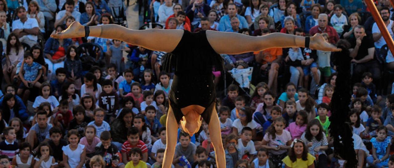 El Festaclown pasea por Vilagarcía una veintena de espectáculos de risa y esperanza