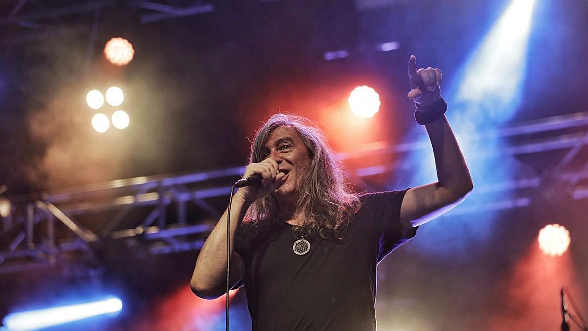 El cantante de Sopa de Cabra, Gerard Quintana, en las verbenas de Felanitx en 2019.