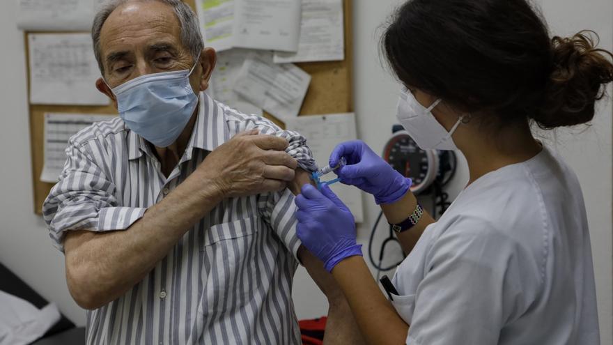 Doble vacunación en Alcoy contra la gripe y el covid