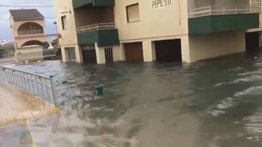 Viviendas inundadas en Mareny de Barraquetes por el temporal