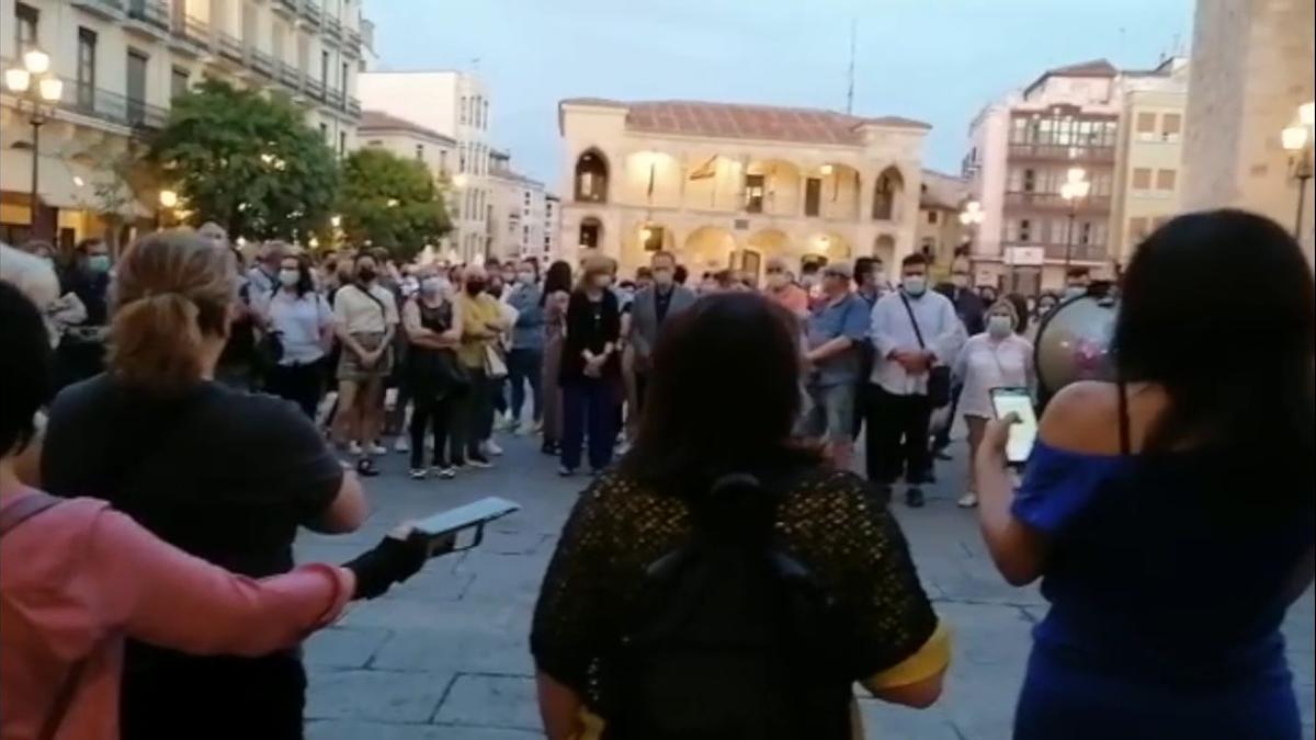 Concentración feminista en Zamora por el asesinato de la niña Olivia.
