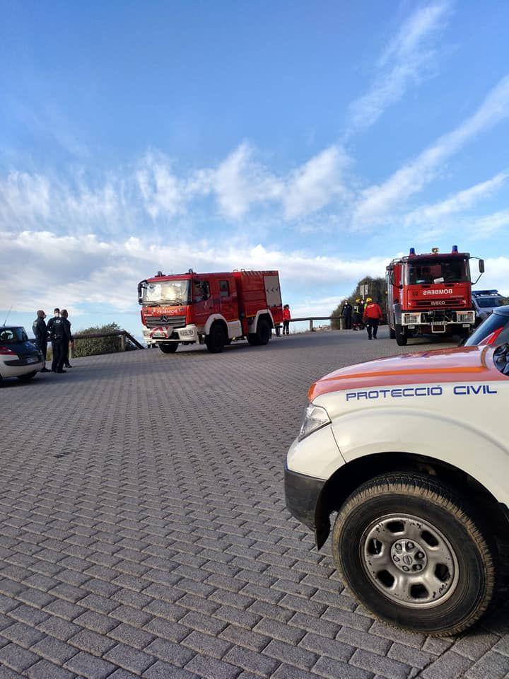 Así ha sido el espectacular rescate de dos jóvenes en Bahía Azul