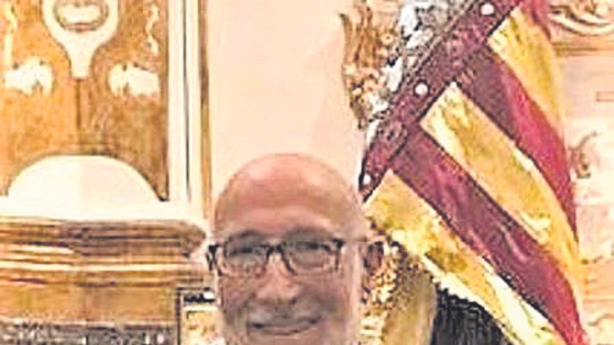 Josep Barat es condecorado con la  cruz del Centenar de la Ploma