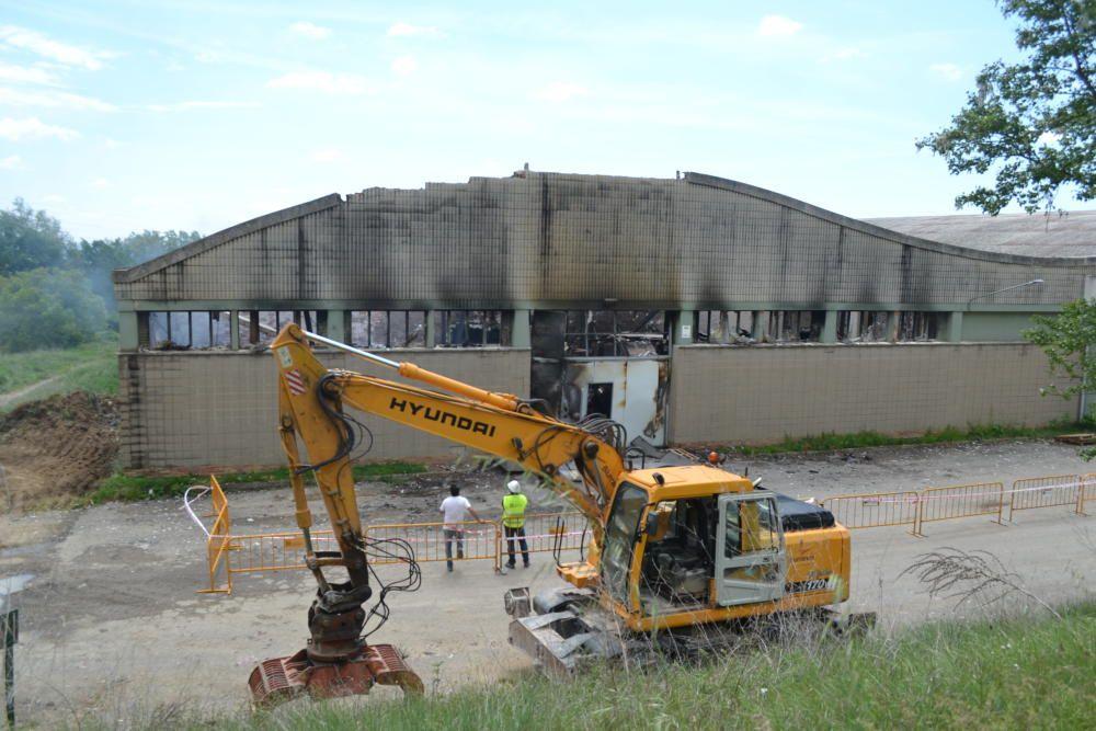 S'incendia una nau de la fàbrica tèxtil Fibresa d'Avià