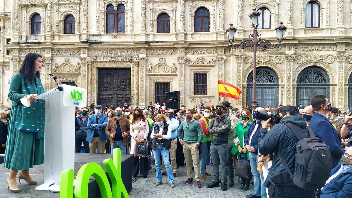 Olona, durante su discurso en Sevilla.