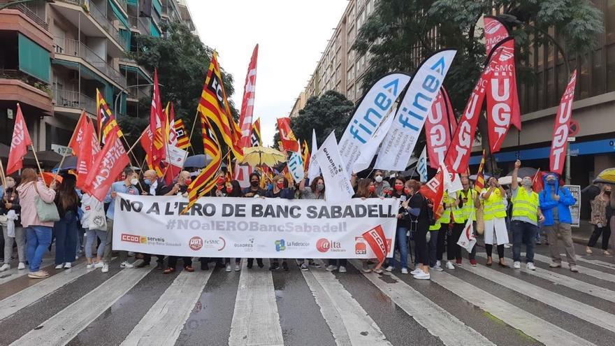 Los trabajadores del Sabadell van a la huelga este miércoles en protesta contra el ERE