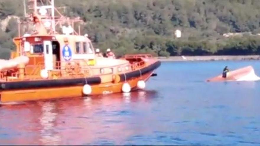 Mallorca-Fähre bringt Fischerkahn zum Kentern