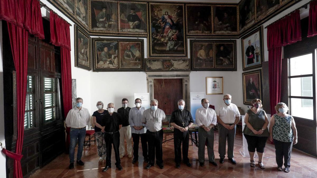 El nuevo consejo episcopal y consejo asesor con el obispo, Sebastià Taltavull.